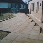 Dachbegrünung und Plattierung